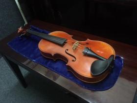 ernst heinrich roth 4/4 violin front view adamsmusic.com