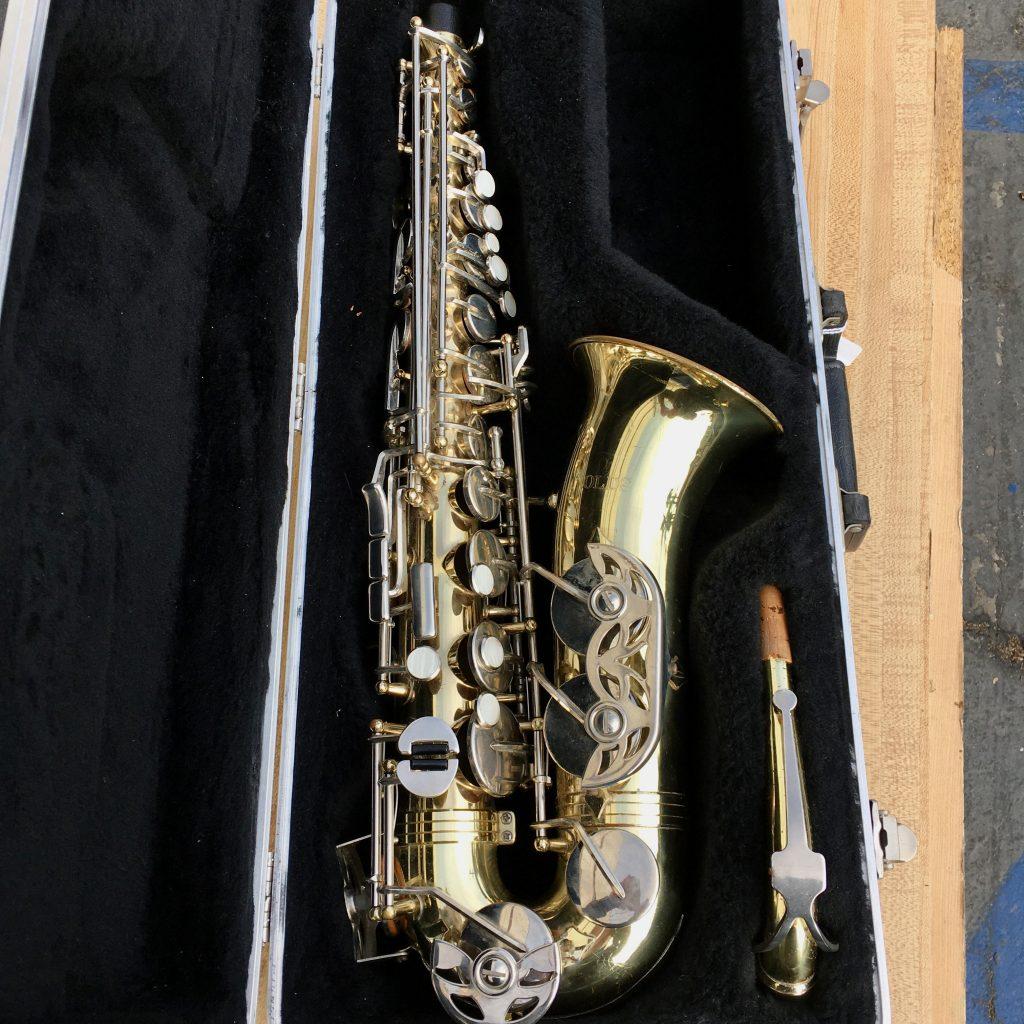 Olds alto sax closeup in plush case